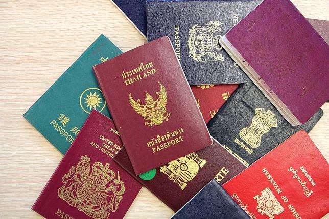 """Najlepsze paszporty na świecie w 2018 roku. Który z nich posiada największą """"moc""""?"""
