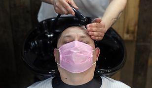Fryzjerzy w Niemczech będą mogli wrócić do pracy 4 maja. Zarówno oni, jak i klienci, będą musieli być w maseczkach