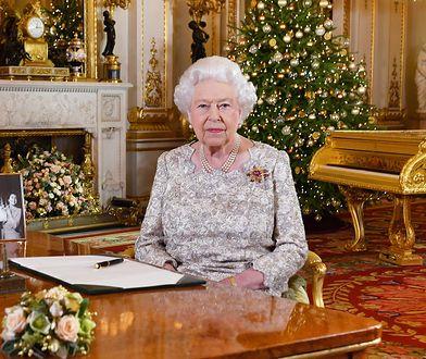 Królowa Elżbieta nosi perukę? Dlaczego zawsze ma identyczną fryzurę?