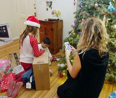 Pielgrzymka z prezentami. Dzieci rozwodników wiecznie chodzą z walizkami