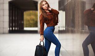 Modne jeansy włożysz do skórzanej ramoneski