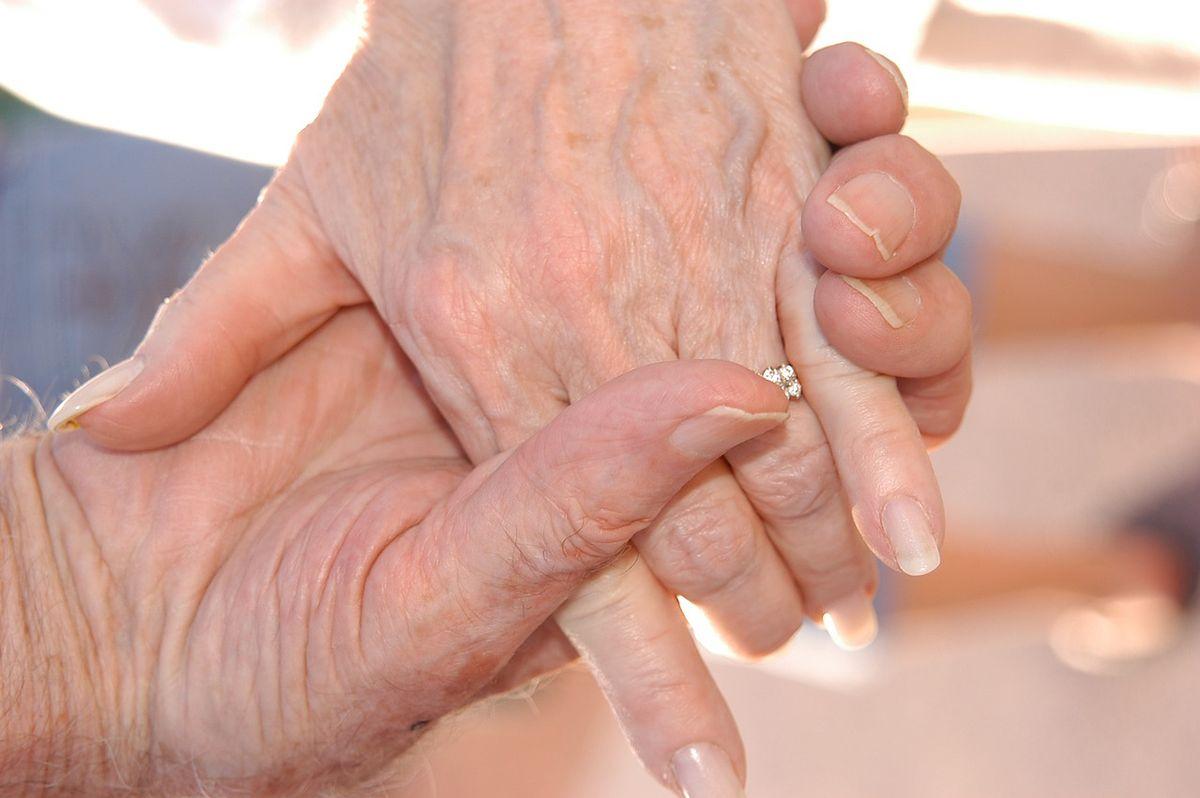 """Miłość jak z ekranu. Historia 72-letniej Ann przypomina scenariusz """"Pamiętnika"""""""