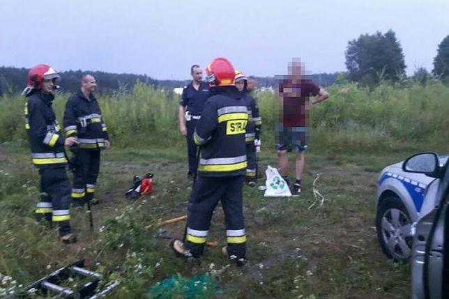 Strażacy i policjanci pomogli mężczyźnie