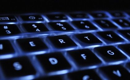 CBŚP zatrzymało hakera. Chciał wyłudzić 3,5 mln zł