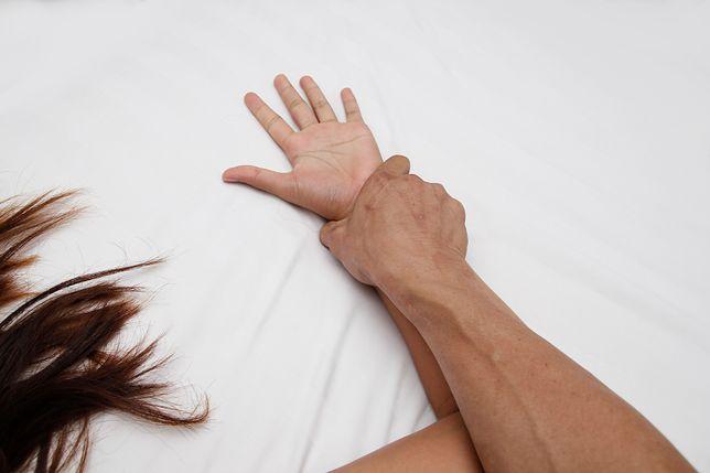 """Irlandia: Zgwałcił nastolatkę, ale został uniewinniony. """"Nosiła koronkową bieliznę, więc chciała uprawiać seks"""""""