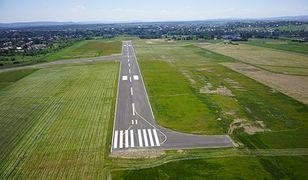 Od 2012 r. modernizacja lotniska, rozłożona na dwa etapy, pochłonęła 36 mln zł, a środki w 100 proc. pochodziły z budżetu gminy.