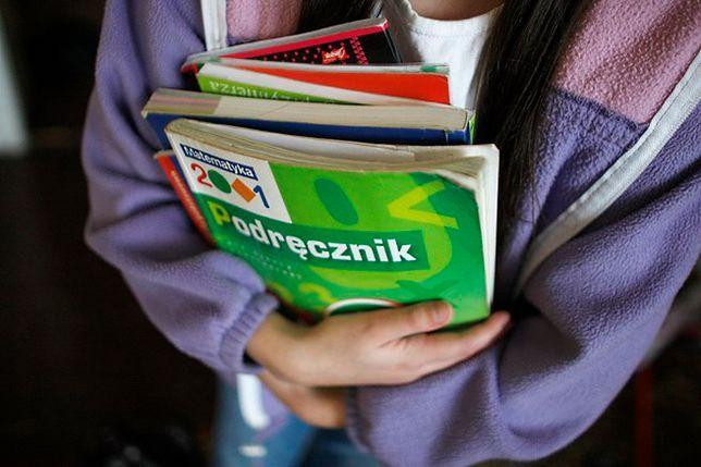 Dofinansowanie na podręczniki dla uczniów. Rodzice i opiekunowie muszą wypełnić formularz