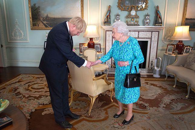 Boris Johnson i królowa Elżbieta II