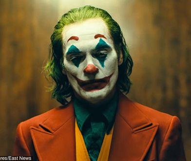 """""""Joker"""": Film otrzymał kategorię wiekową R. Nowe zdjęcie z filmu"""
