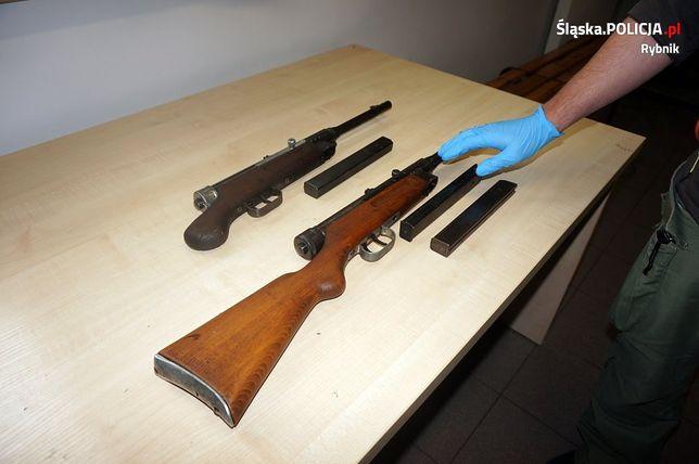 Kryminalni z Rybnika namierzyli i zatrzymali miłośników broni.