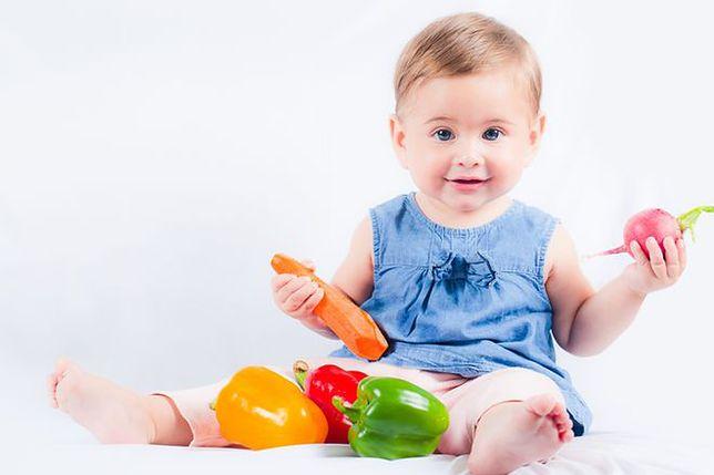 Rozszerzanie diety dziecka karmionego piersią cierpiącego na alergię pokarmową