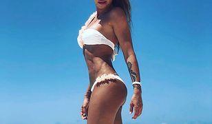 Monika Goździalska pręży się na Malediwach. Dumnie eksponuje ciało w bikini