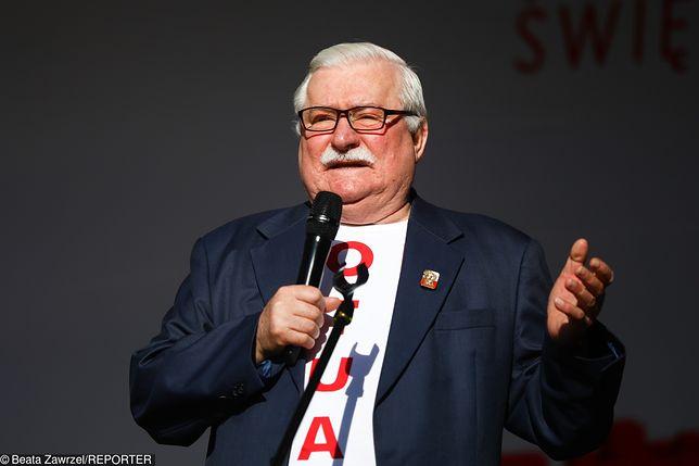 Lech Wałęsa pochwalił się kartką pocztową i zaprosił jej nadawców do Gdańska