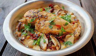 Kurczak w sosie grzybowym z suszonymi pomidorami. Prosty, aromatyczny obiad