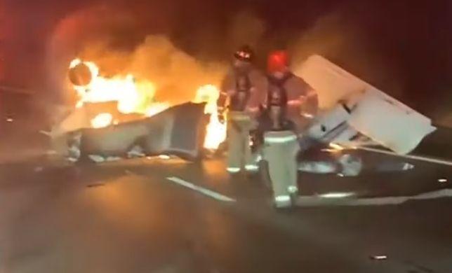 Katastrofa samolotu - maszyna spadła na autostradę
