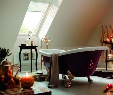 Klimatyczne aranżacje łazienki z oknem. Kąpiel pod gwiazdami