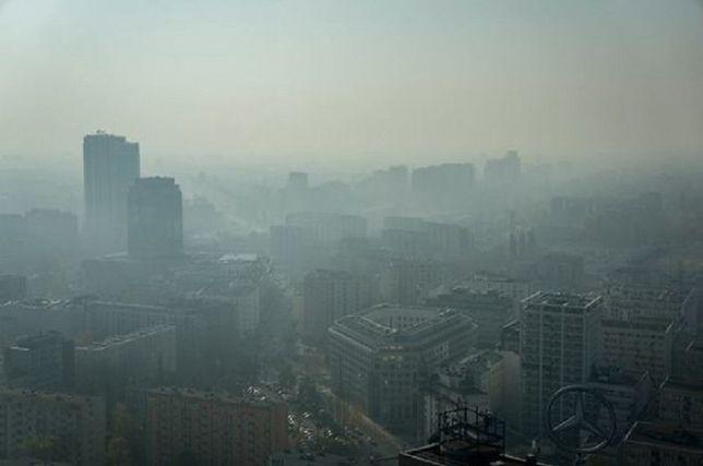 """Zanieczyszczenie powietrza w Warszawie znacznie przekroczyło normy. """"To nie mgła"""""""