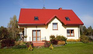 Dom pod miastem czy mieszkanie w centrum? Co się bardziej opłaca