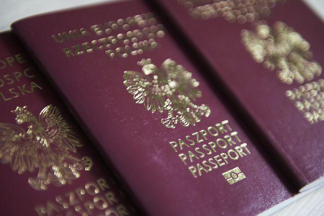 Nowe paszporty miały powstać na 10-rocznicę odzyskania przez Polskę niepodległości