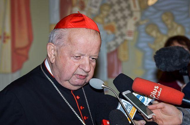 """Don Stanislao. Stanisław Dziwisz pod ostrzałem. """"Szkodzi pamięci Jana Pawła II"""""""