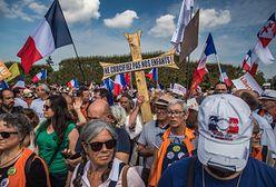 """Przeciwnicy szczepień przeciwko COVID protestują we Francji. """"Nie krzyżujcie naszych dzieci"""""""