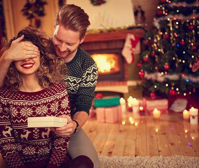 Badania dowodzą, że w tym roku aż 40 proc. rodaków znajdzie kosmetyki pod choinką