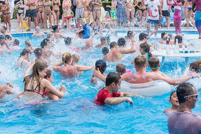 Pasożyty cryptosporidium parvum mają wysoką tolerancję na chlor i mogą przetrwać w prawidłowo czyszczonym basenie nawet tydzień
