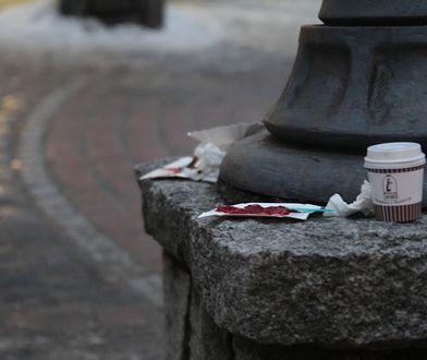 Śmieci pozostawione przez turystów