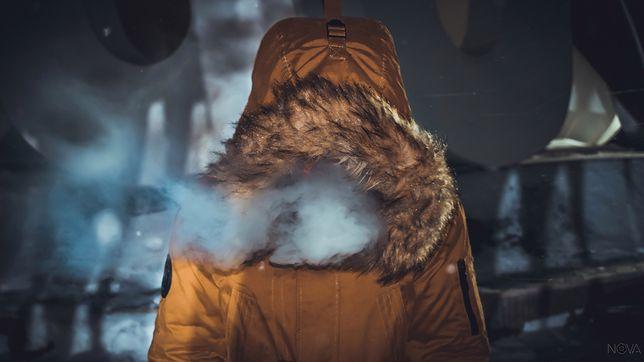 """Jak przetrwać zimę? O """"szmacie śmierci"""", gołych kostkach i syberyjskich temperaturach"""
