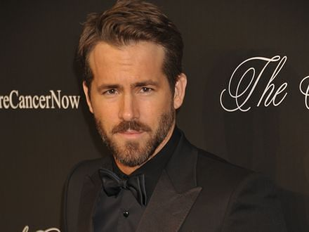 Ryan Reynolds zakrwawionym Deadpoolem