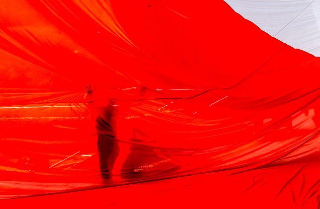 Flaga Polski to jeden z głównych elementów obchodów rocznicy odzyskania niepodległości przez Polskę