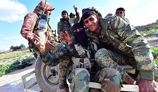 Kurdyjscy żołnierze cieszą się ze zwycięstwa nad ISIS