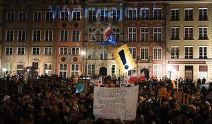 Na Długim Targu zgromadziło się ok. 800 osób