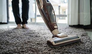 """Urządzenie """"2 w 1"""", które pomoże nam równocześnie poodkurzać i zetrzeć podłogę"""