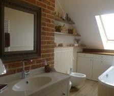 Jak urządzić małą łazienkę? Radzą architekci