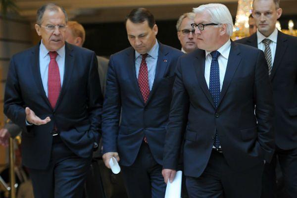 (Od lewej) Siergiej Ławrow, Radosław Sikorski i Frank-Walter Steinmeier
