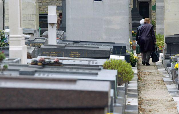 Francja: terroryści przechowywali pieniądze na paryskim cmentarzu