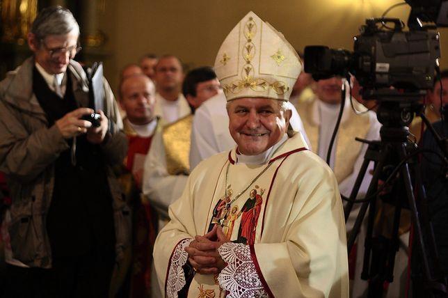 Biskup Janiak uważa się za ofiarę nagonki i prosi o modlitwę