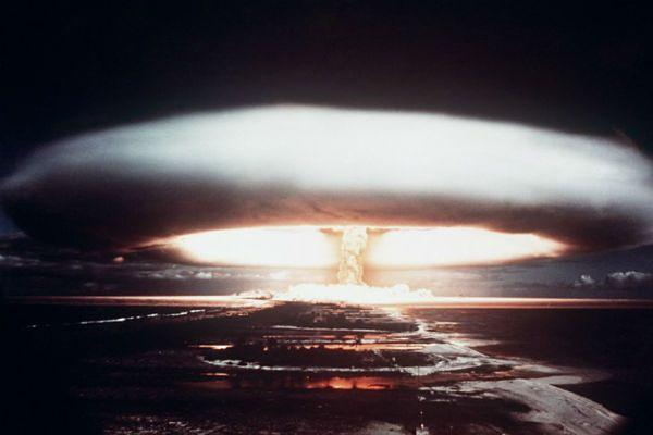"""""""Foreign Policy"""": Władimir Putin może użyć broni jądrowej. Pierwszy atak na Warszawę"""