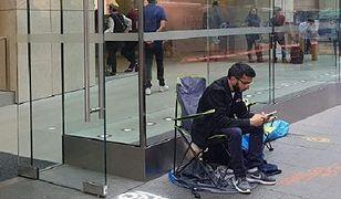 Stał w kolejce 11 dni. Pierwszy na świecie kupił nowego iPhone'a. Finał był zaskakujący
