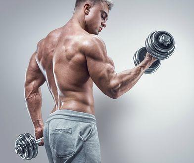 Ćwiczenia podczas ubierania choinki. W ciągu 10 minut możesz stracić nawet 250 kcal