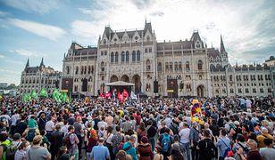 """Tysiące studentów na ulicach Budapesztu. """"Zdrada!"""""""