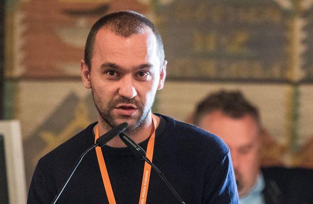 """Piotr Żyłka jest autorem książki  """"Łobuzy. Grzesznicy mile widziani"""""""