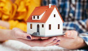 Aby obliczyć, ile kosztuje utrzymanie domu 50 m2, trzeba wziąć pod uwagę przede wszystkim koszt ogrzewania, podatek, ubezpieczenie i rachunki