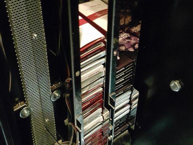 Na Woli stał automat z... dopalaczami [WIDEO]