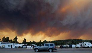 Strażacy walczą z pożarami w Arizonie