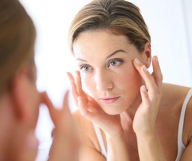 Matowa i sucha skóra może oznaczać, że potrzebujemy innego rodzaju pielęgnacji