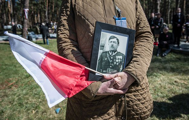Rodziny ofiar katyńskich oddały hołd swym przodkom. Wzruszające wydarzenie w Bykowni