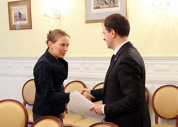 Ambasador Katarzyna Pełczyńska-Nałęcz z ministrem kultury Władimirem Medinskim