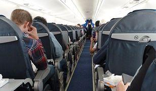 Zdejmij buty w samolocie, a obsługa cię znienawidzi. Tych rzeczy o lotach mogłeś nie wiedzieć